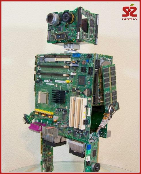 Модель декоративного (то есть не работающего) робота, собранная Майком, состоит из кучи сломанных или...