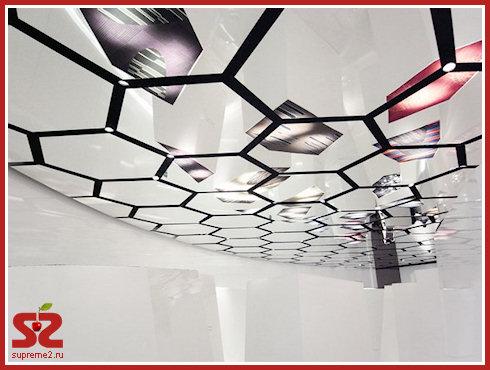 Необычный зеркальный потолок