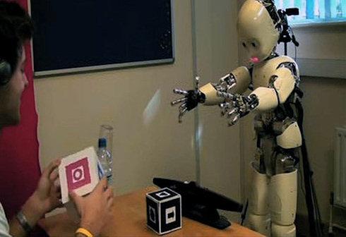 DeeChee - робот, который умеет говорить