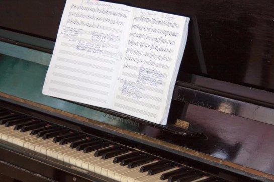 Ученые выяснили, что занятие музыкой улучшает мозговую деятельность подростков