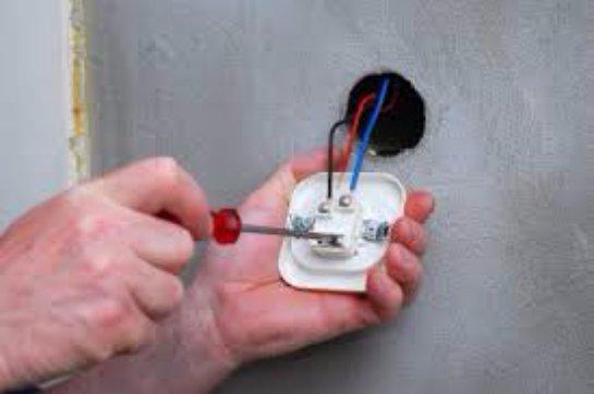 Замена электрической розетки
