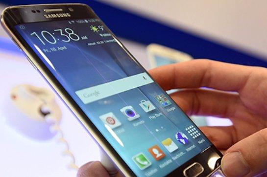 Компания Samsung представила монитор с беспроводной зарядкой