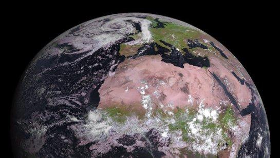Получены уникальные цветные фотографии Африки и Европы со спутника