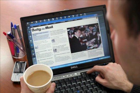 Известен процент москвичей, регулярно читающих электронные СМИ