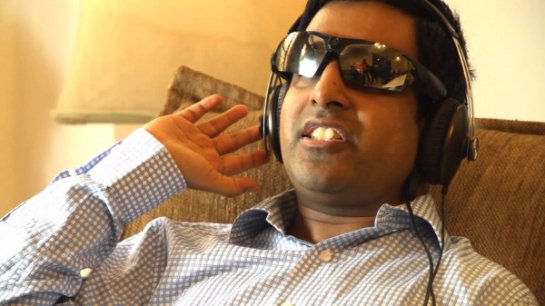 Слепой мужчина научился делать звуковые снимки