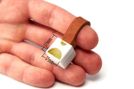 Представлено миниатюрное зарядное устройство для смартфонов