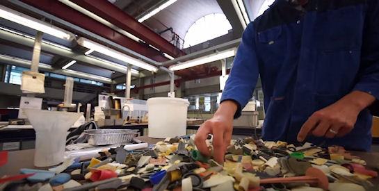 Ученые показали сколько мусора в Тихом океане (Видео)
