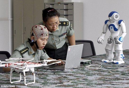 Китайские разработчики смогут управлять армией роботов силой мысли