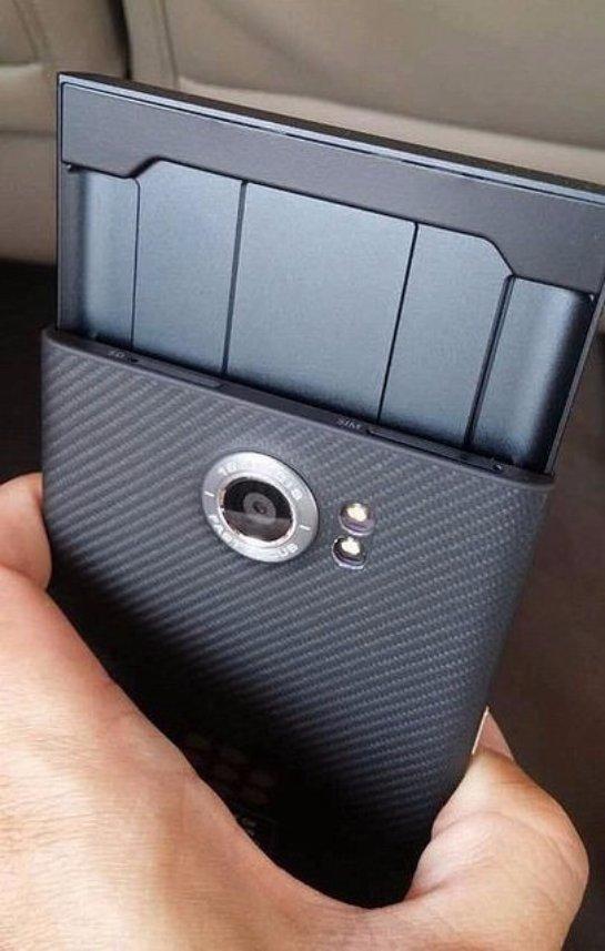 Появились новые снимки слайдера BlackBerry Venice