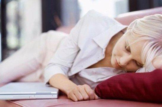 Ученые рассказали, в чем польза дневного сна