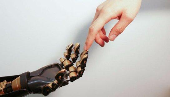 Специалисты разработали искусственную кожу, которая способна различать прикосновения