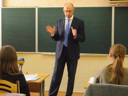 Украинский премьер-министр призывает школьников переходить из «ВКонтакте» в «Facebook»