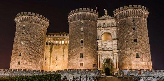 Замок Нуово резиденция-цитадель итальянских монархов