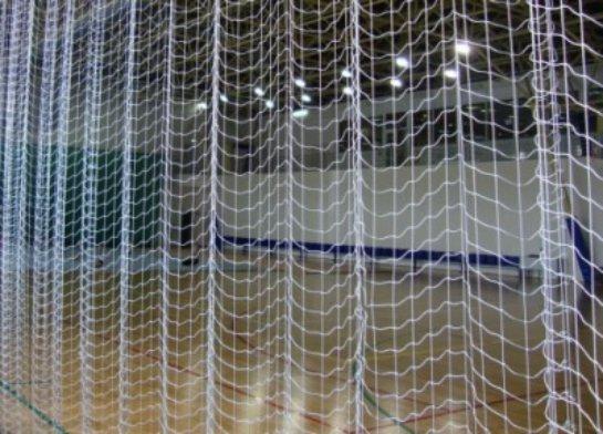 Разделительные устройства для спортзалов: две игры на одном поле
