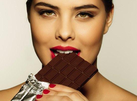 Ученые объяснили, как правильно есть сладости