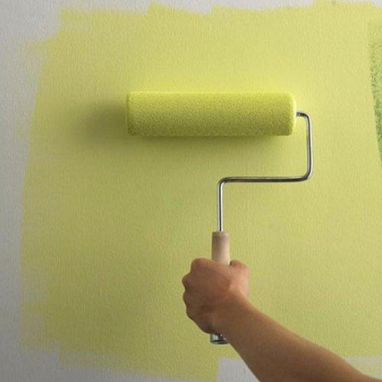 Как красить обои на стенах?