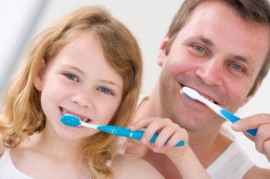 Ученые: Чистка зубов в темноте является ключом к здоровому сну