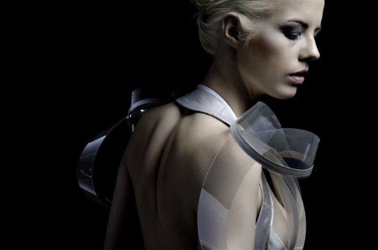 «Умное» платье может менять цвет в интимной обстановке