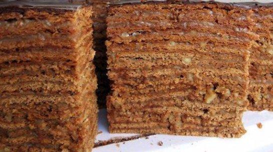 Для любителей сладкой выпечки: медового-шоколадный тортик и пасхальный кулич