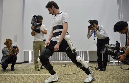 В Японии вышли в продажу роботизированные костюмы
