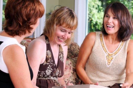 Ученые выяснили, почему женской дружбы не существует