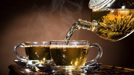 Пить горячий чай опасно