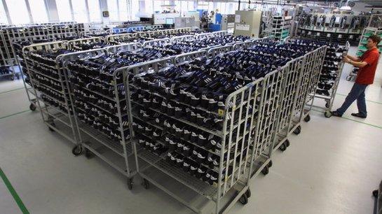 Роботы будут делать обувь Adidas