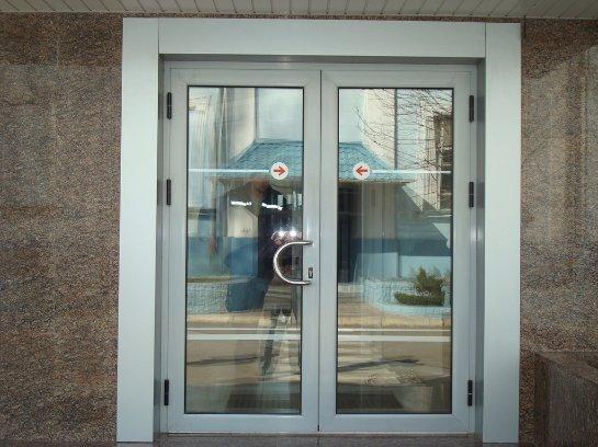 О выборе входной алюминиевой двери для дома