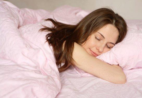 Медики сообщили, какой сон убивает человека ежедневно