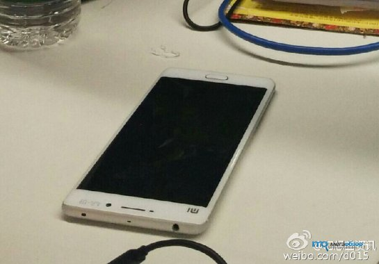Новое живое фото Xiaomi Mi5