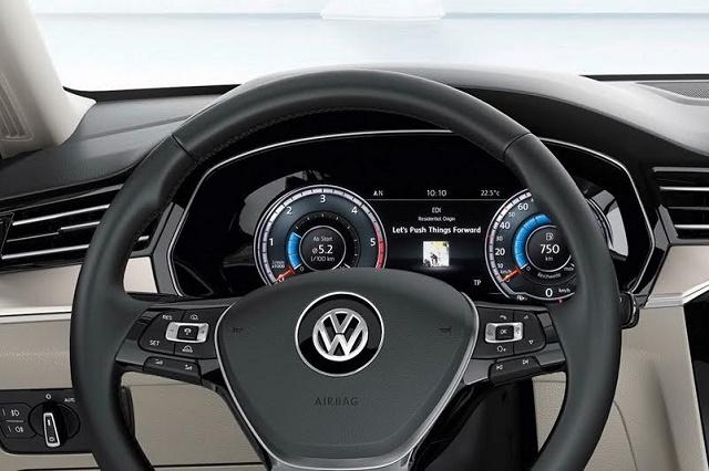 В Украине появились в продаже Volkswagen Passat с интерактивными бортовыми дисплеями