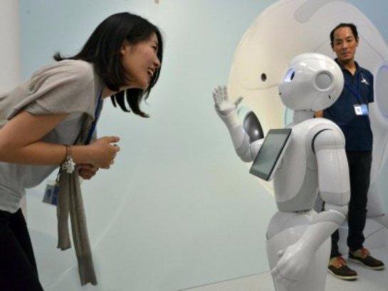 В Японии роботы заменят продавцов-консультантов в магазине мобильных телефонов