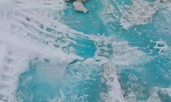 Загадочный лед удивил жителей России