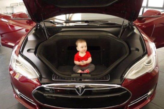 Украинцы нашли двигатель внутреннего сгорания в электромобиле Tesla