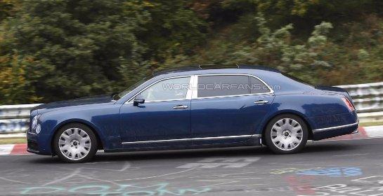 Bentley Mulsanne 2016 и длиннобазная версия замечены в движении (видео)