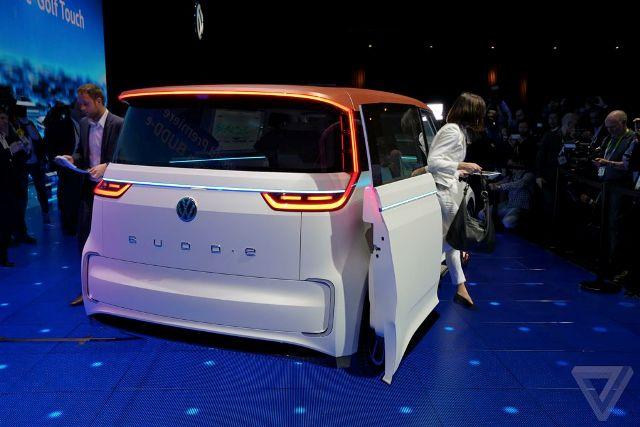 Volkswagen показал электро-бусик BUDD-e