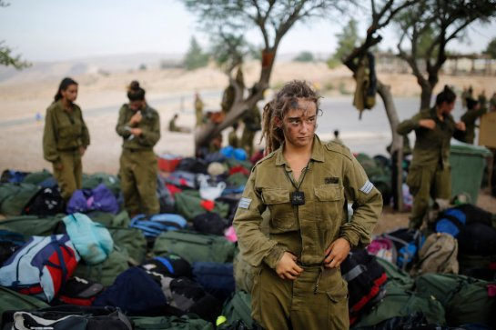 Ученые доказали, что женский организм не предназначен для армии