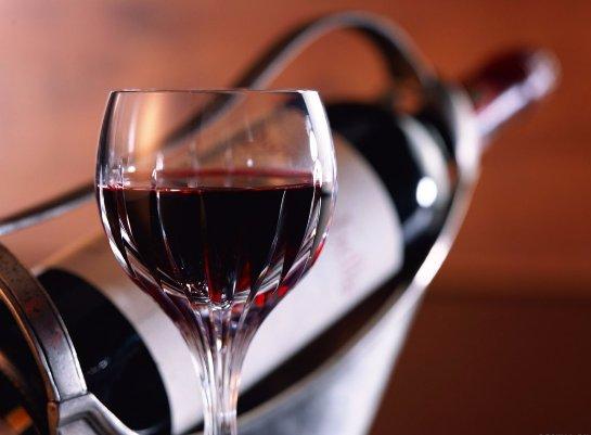 Телереклама привлекает детей к употреблению спиртного