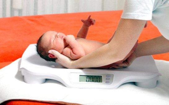 Младенцы, родившиеся с низким весом, в последующей жизни пассивны