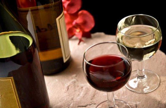 Людям, страдающим депрессиями, рекомендуют ежедневно принимать вино