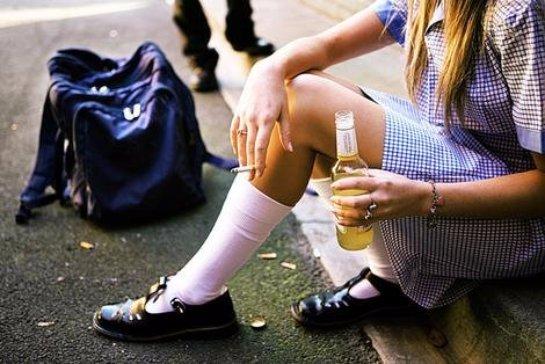 Употребляя алкоголь, подростки наносят ущерб не себе, а своим будущим детям
