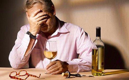 Ученые заявили, что к алкогольной зависимости приводит стресс