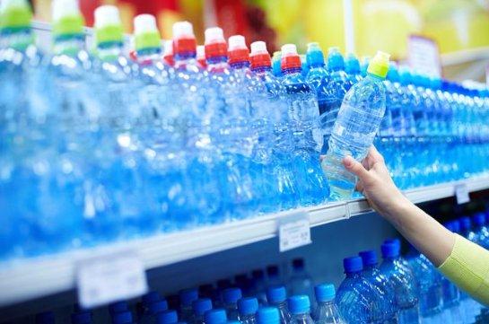 Воду из пластиковых бутылок нельзя пить