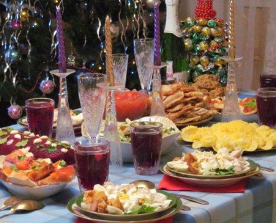 Ученые рассказали, как действует новогодний ужин на человеческий организм
