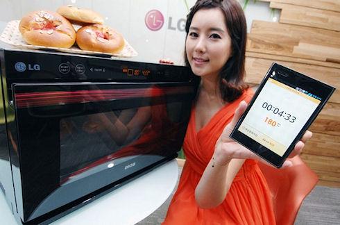 Духовой шкаф LG Lightwave управляется смартфоном