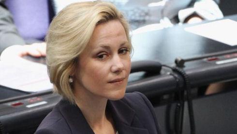 Жена экс-президента Германии подала в суд на Google