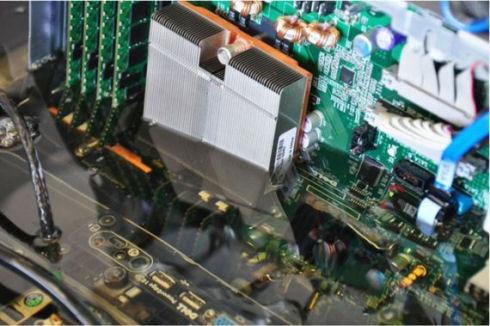 Intel охлаждает сервера маслом