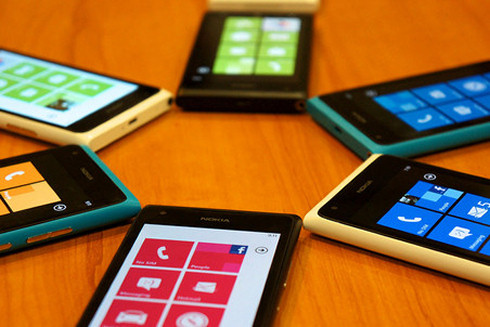 Nokia принимает заказы на новые модели и снижает цены на старые