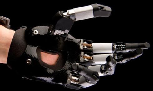Touch Bionics разработала кибернетические протезы пальцев