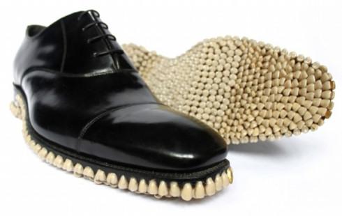 Ботинки с оскалом